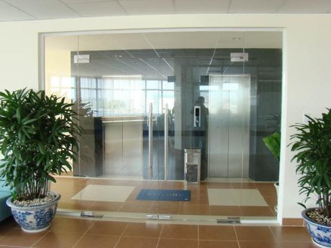 cửa kính cường lực 2 cánh công ty