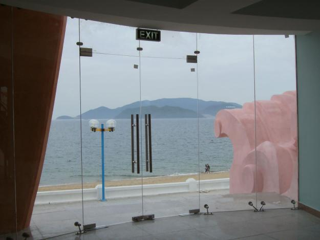cửa kính cường lực 2 cánh khách sạn