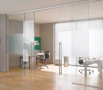 cửa kính cường lực 2 cánh văn phòng