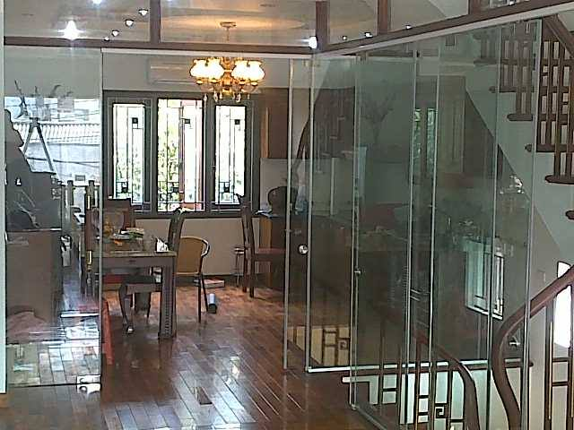cửa kính thủy lực