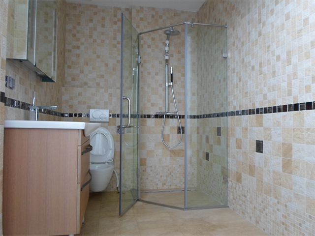 Vách tắm kính cường lực