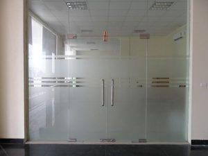 Cửa kính cường lực đảm bảo tính an toàn cho người sử dụng