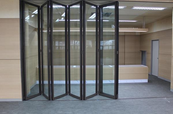 Những công trình nào nên lắp đặt cửa nhôm xingfa xếp trượt 6 cánh?