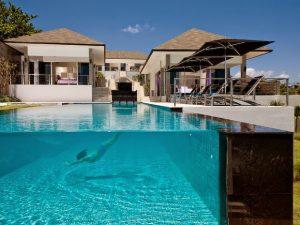 Top 3 mẫu vách kính bể bơi đẹp được lắp đặt phổ biến hiện nay