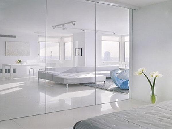 Top 3 mẫu vách kính cường lực cho nhà riêng đảm bảo an toàn cao