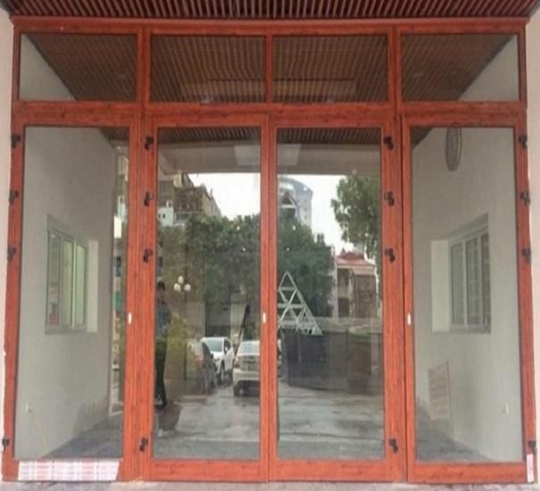 Báo giá cửa đi nhôm Xingfa vân gỗ